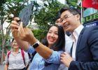Nguyên phó thủ tướng Đức gốc Việt: Đồ vest và giày thể thao cuốn hút người trẻ