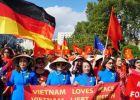 Người Việt ở Đức biểu tình lớn trước Đại sứ quán Trung Quốc tại Berlin